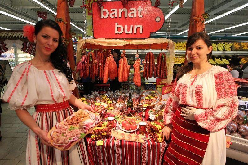 Primele fabrici care au produs salamul de Sibiu au aparut la Sinaia si Medias. Iar produsul e pomenit in acte inca de acum o suta de ani.