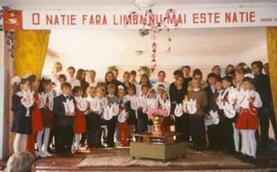 Serviciile ruse, acuzate că voiau să incendieze şcoli româneşti din Cernăuţi.Serviciile ruse, acuzate că voiau să incendieze şcoli româneşti din Cernăuţi.