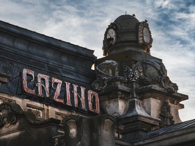 De la măreție la ruină - gloria estompată a uneia dintre cele mai frumoase clădiri din România