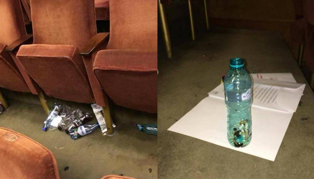 Gunoaie lăsate în urmă după Congresul PSD mucuri de țigară îndesate în sticlă, în sală