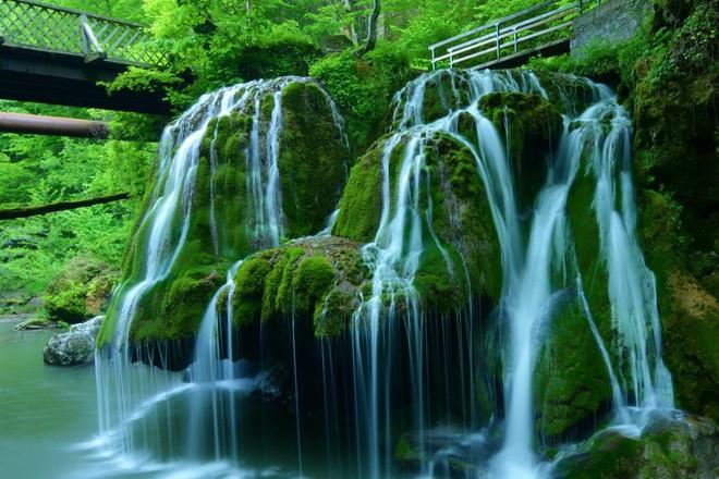 Cascada Bigăr, din judeţul Caraş-Severin, desemnată cea mai frumoasă din lume, a fost vizitată de peste 100.000 de turişti
