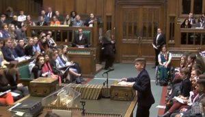Un copil român a ridicat audiența în picioare în Parlamentul Marii Britanii, cu un discurs EXCEPȚIONAL