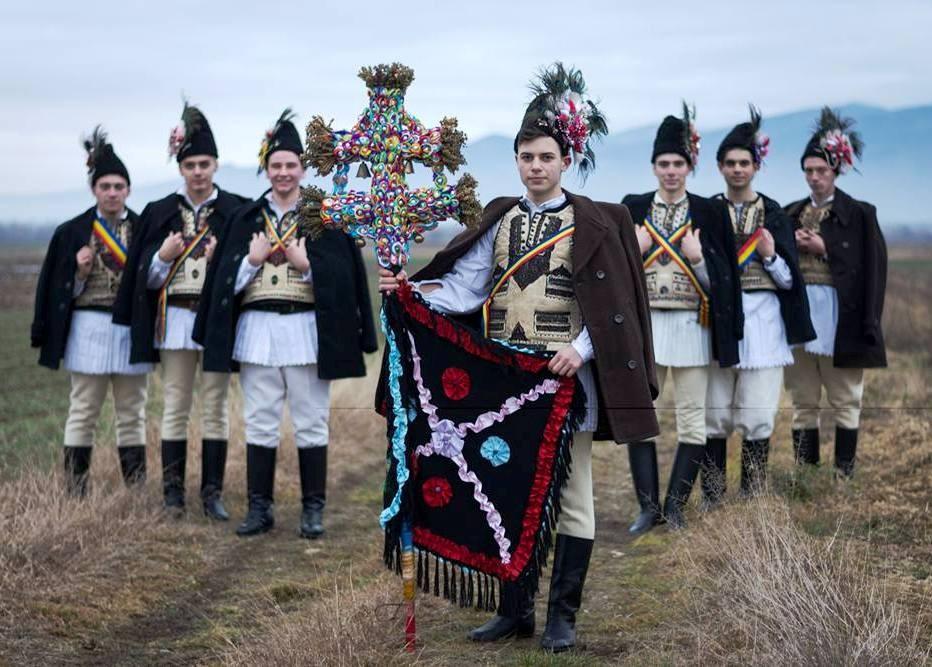 OBICEIURI. Cetele de feciori din Ţara Făgăraşului, cel mai vechi obicei de sărbători, se formează de Sfântul Nicolae