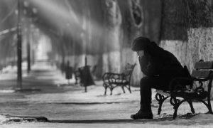 Ianuarie, cea mai depresivă lună a anului. CINCI trucuri ca să o fentezi depresia sezonieră