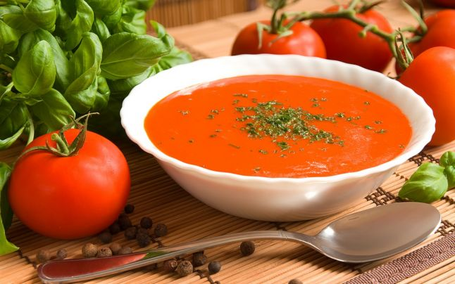 Supa de roşii, cea mai ieftină şi sănătoasă mâncare de vară