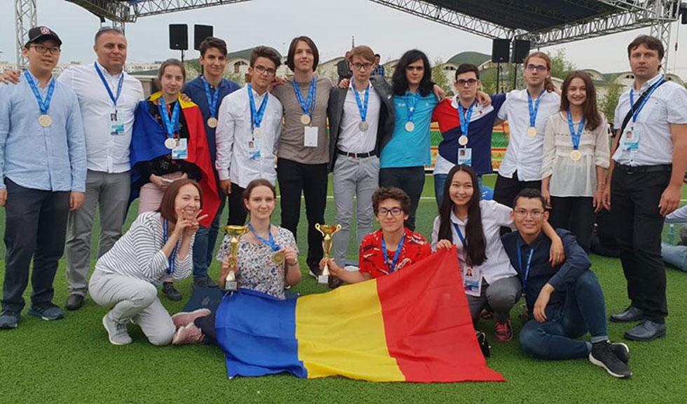 12 medalii de aur şi de argint au luat liceenii din România la Olimpiada internaţională de matematică, fizică, chimie şi informatică desfășurată la Iakuț, în Siberia.