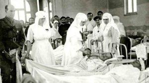 Regina Maria soră medicală şi mama răniților la epidemia de tifos din 1916